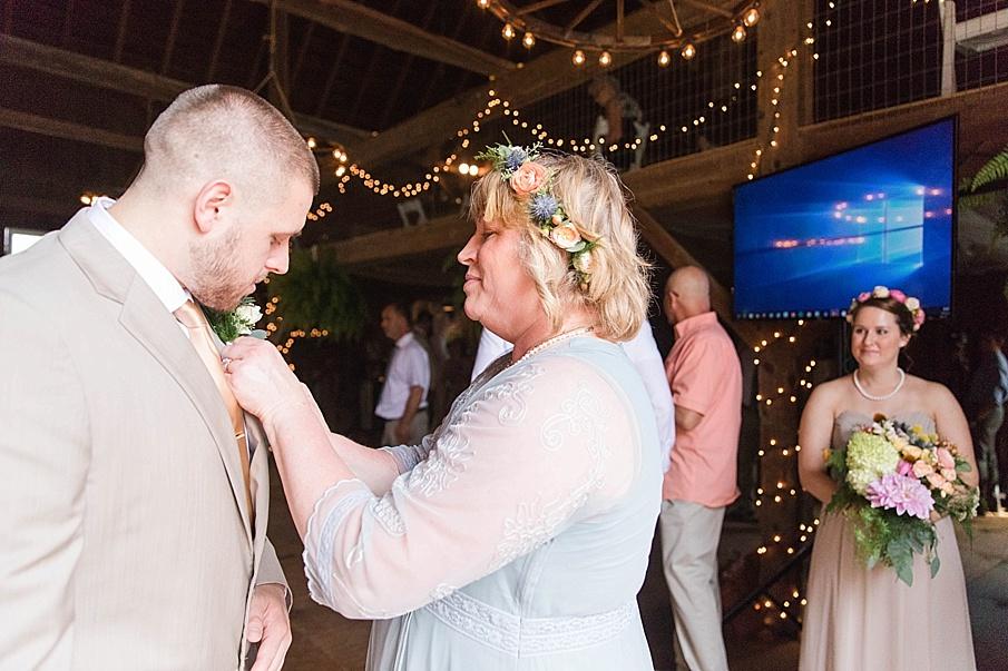 senecaryanco-pennsylvania-wedding-photographer-scranton-barnatglisteningpond_0223.jpg