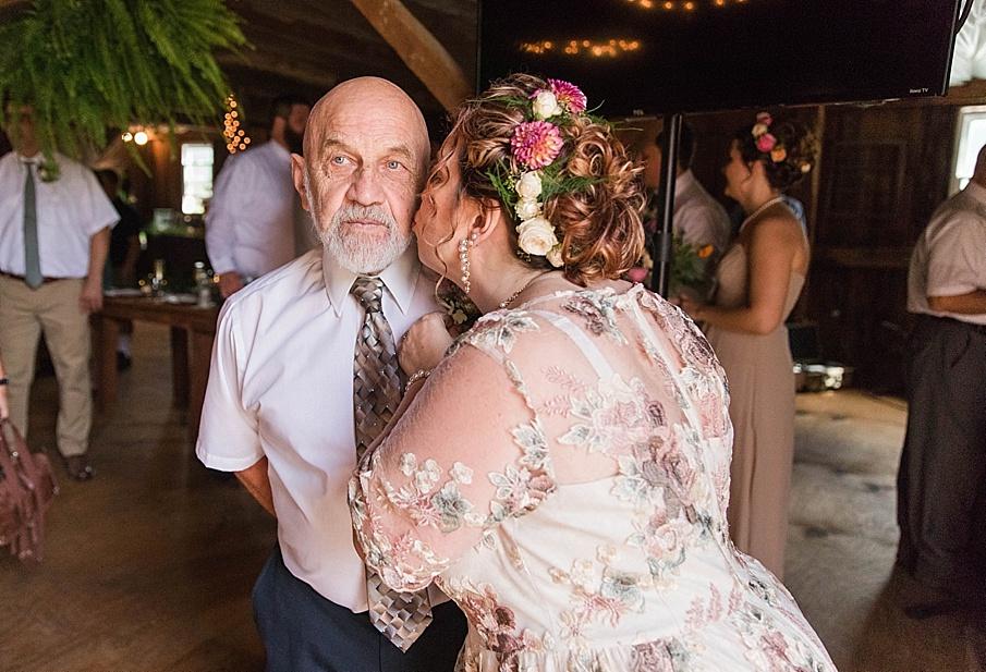 senecaryanco-pennsylvania-wedding-photographer-scranton-barnatglisteningpond_0225.jpg