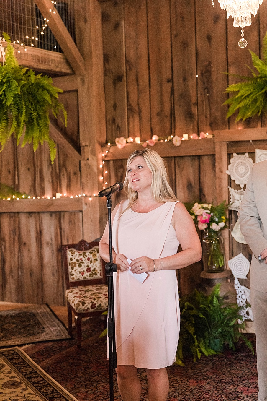 senecaryanco-pennsylvania-wedding-photographer-scranton-barnatglisteningpond_0227.jpg