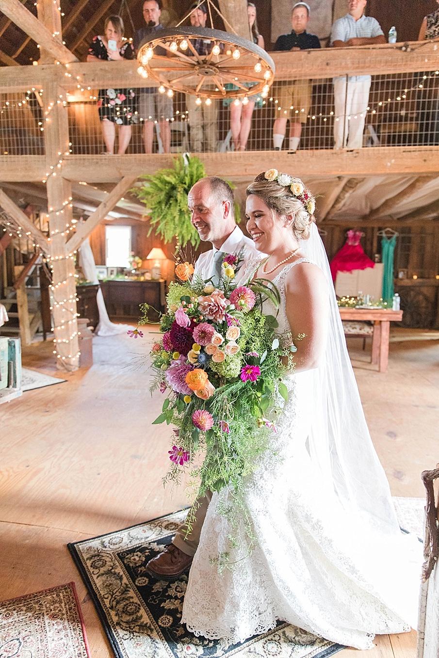 senecaryanco-pennsylvania-wedding-photographer-scranton-barnatglisteningpond_0228.jpg