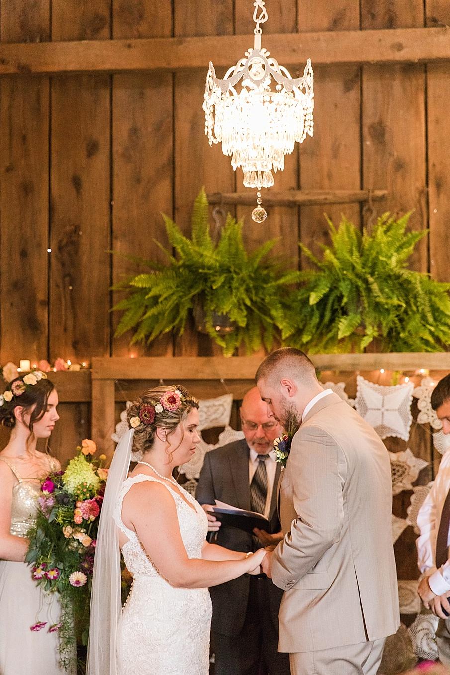 senecaryanco-pennsylvania-wedding-photographer-scranton-barnatglisteningpond_0231.jpg