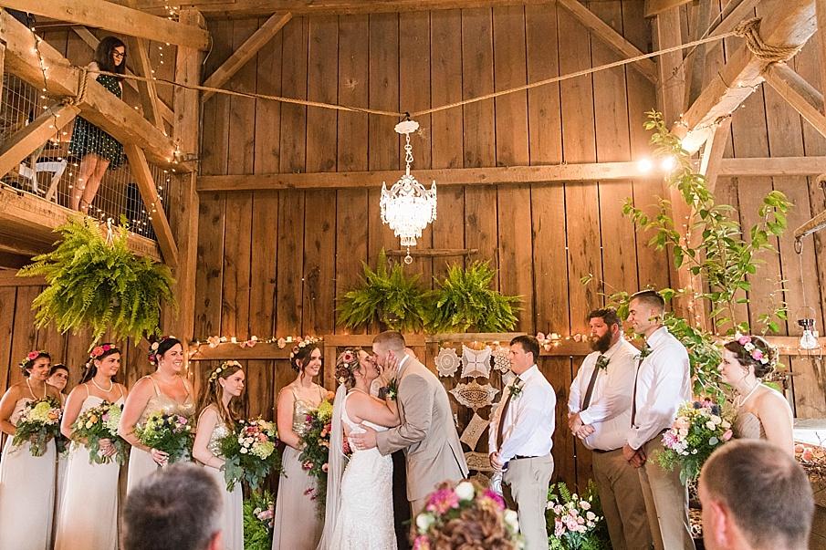 senecaryanco-pennsylvania-wedding-photographer-scranton-barnatglisteningpond_0235.jpg