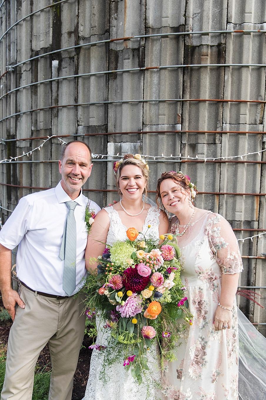 senecaryanco-pennsylvania-wedding-photographer-scranton-barnatglisteningpond_0240.jpg