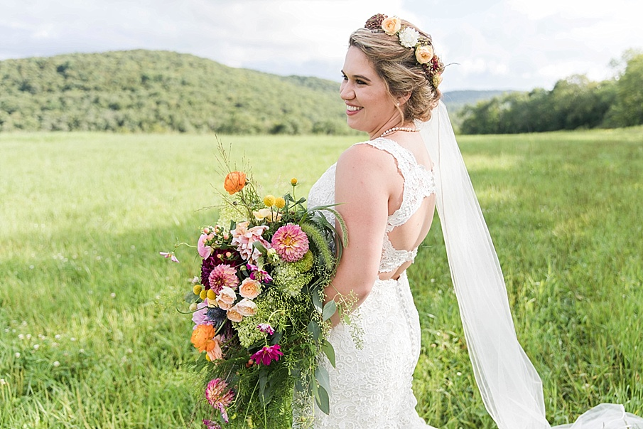 senecaryanco-pennsylvania-wedding-photographer-scranton-barnatglisteningpond_0249.jpg