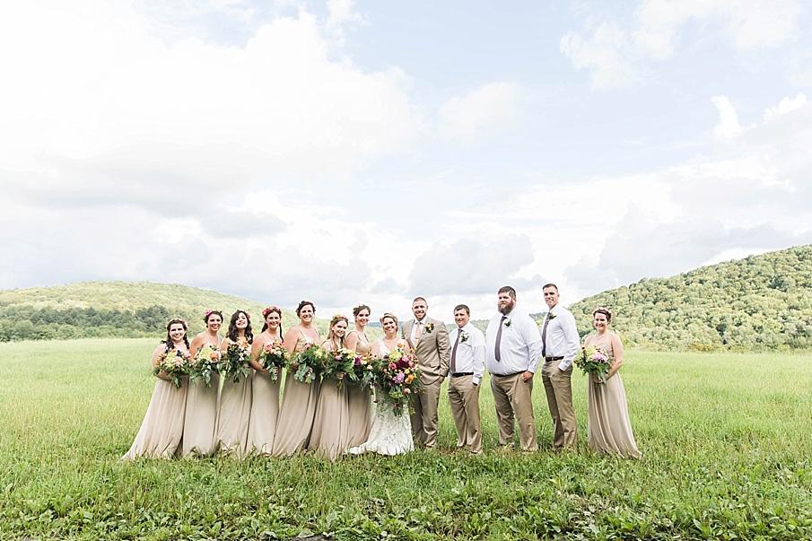 senecaryanco-pennsylvania-wedding-photographer-scranton-barnatglisteningpond_0250.jpg