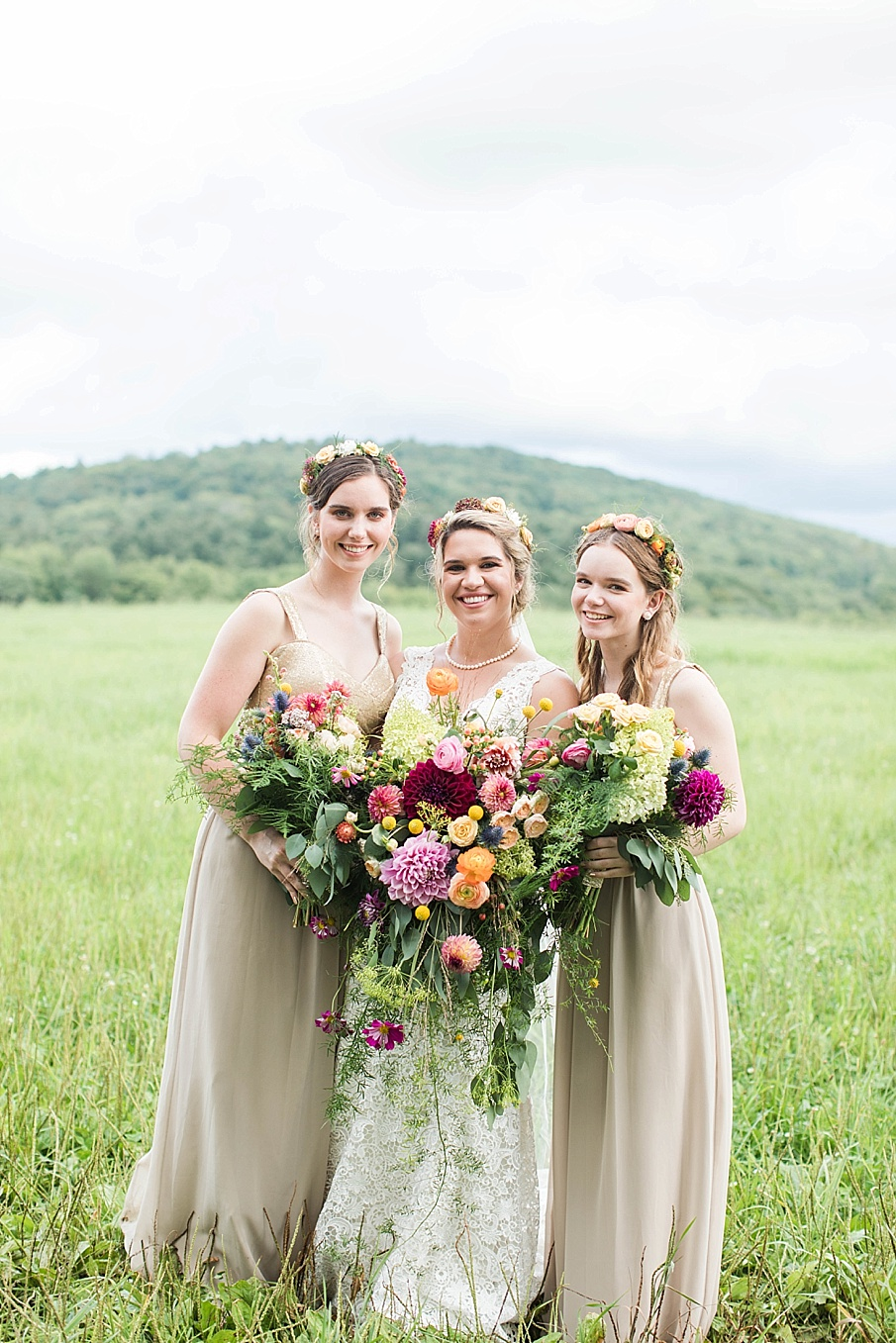 senecaryanco-pennsylvania-wedding-photographer-scranton-barnatglisteningpond_0256.jpg