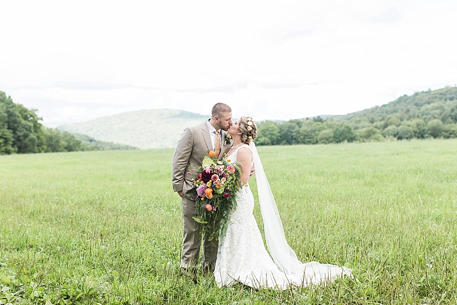 senecaryanco-pennsylvania-wedding-photographer-scranton-barnatglisteningpond_0265.jpg