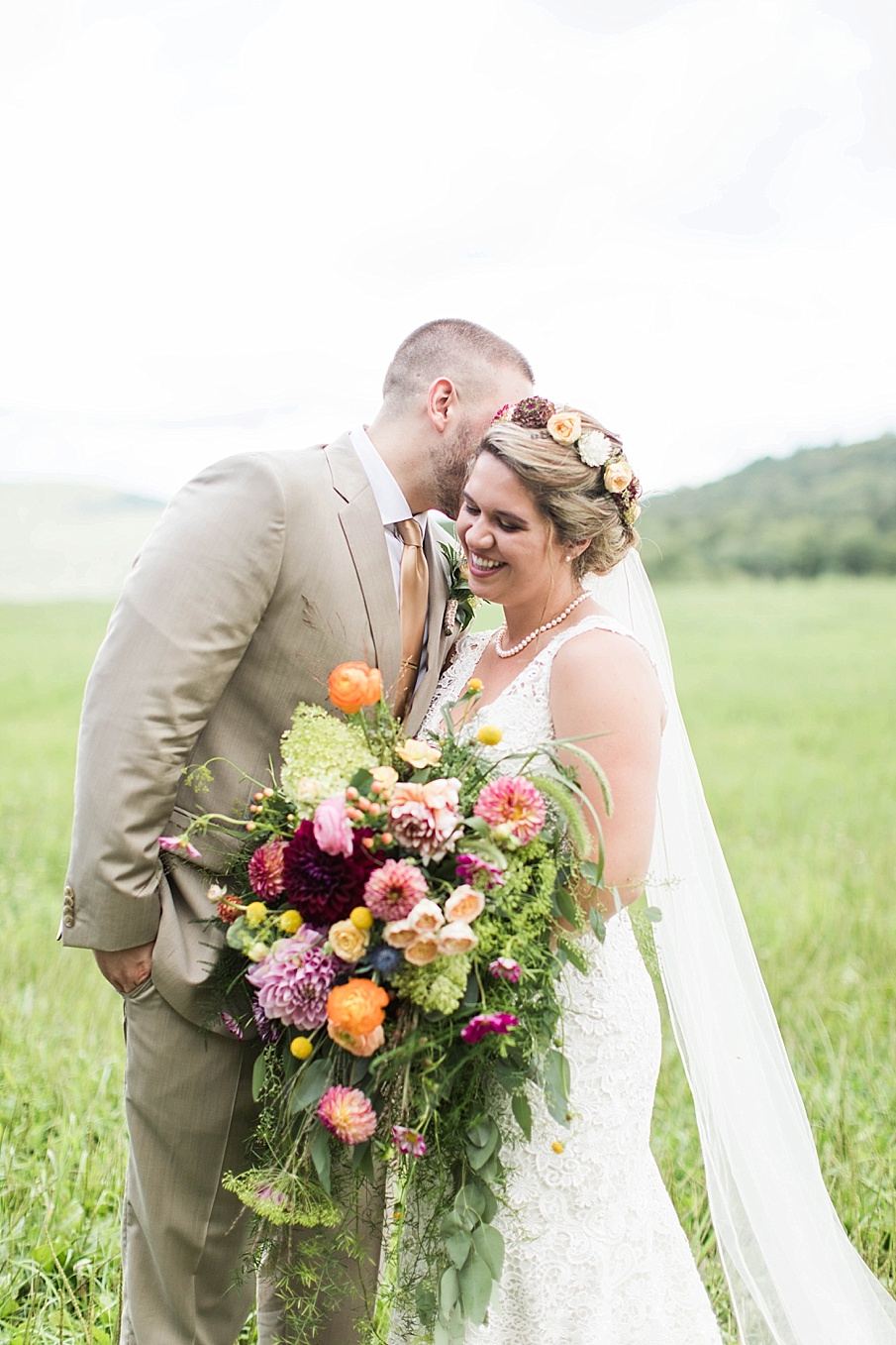 senecaryanco-pennsylvania-wedding-photographer-scranton-barnatglisteningpond_0267.jpg