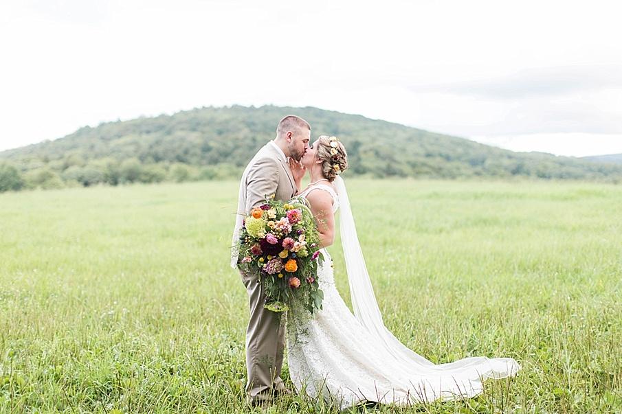 senecaryanco-pennsylvania-wedding-photographer-scranton-barnatglisteningpond_0270.jpg