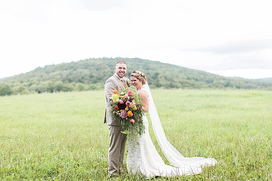 senecaryanco-pennsylvania-wedding-photographer-scranton-barnatglisteningpond_0271.jpg