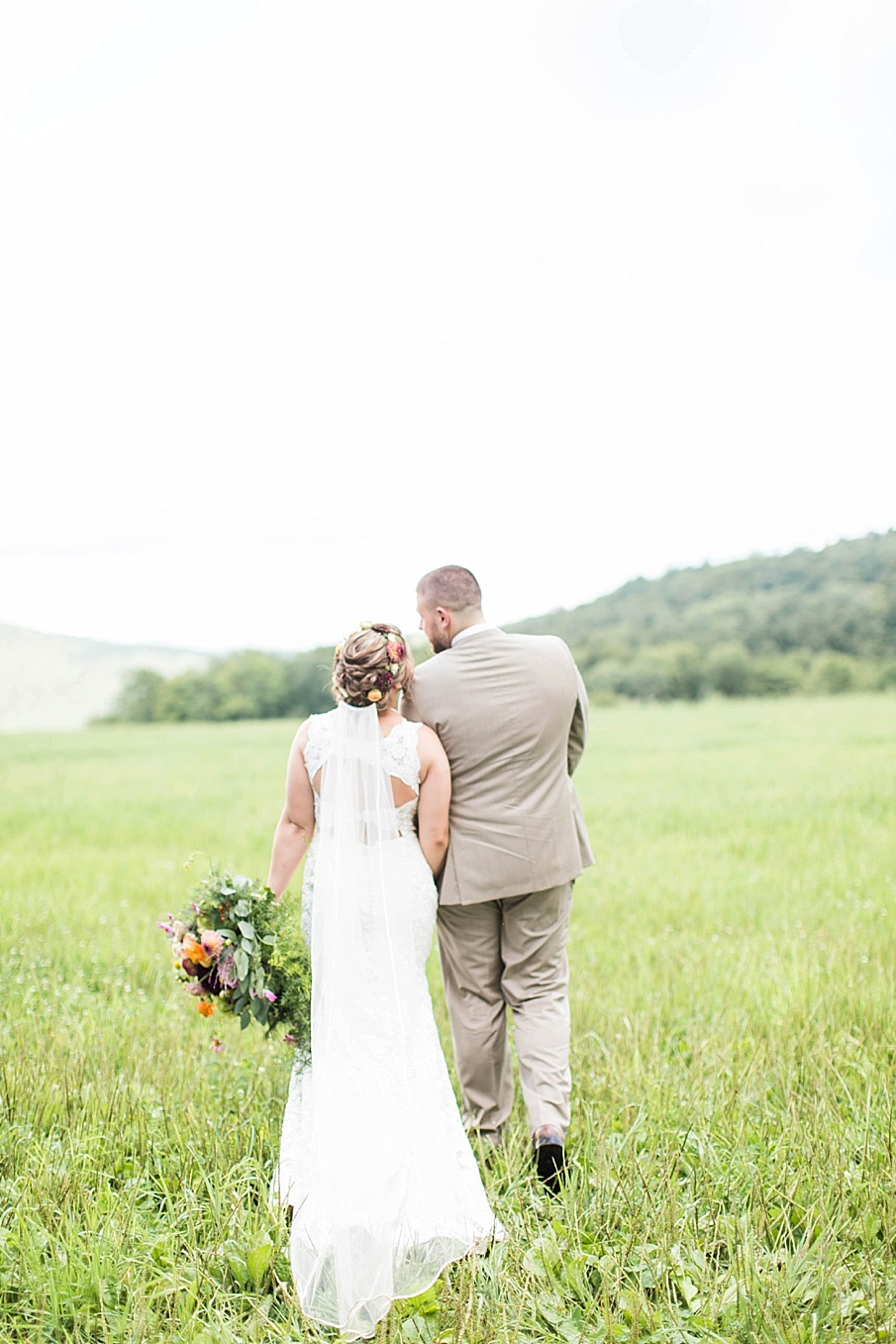 senecaryanco-pennsylvania-wedding-photographer-scranton-barnatglisteningpond_0274.jpg