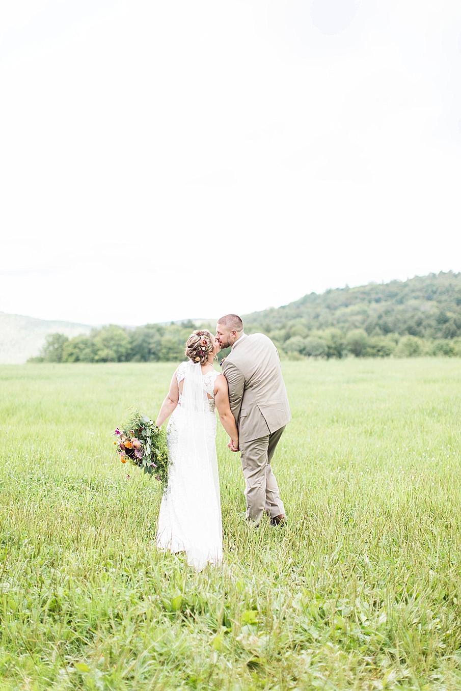 senecaryanco-pennsylvania-wedding-photographer-scranton-barnatglisteningpond_0275.jpg