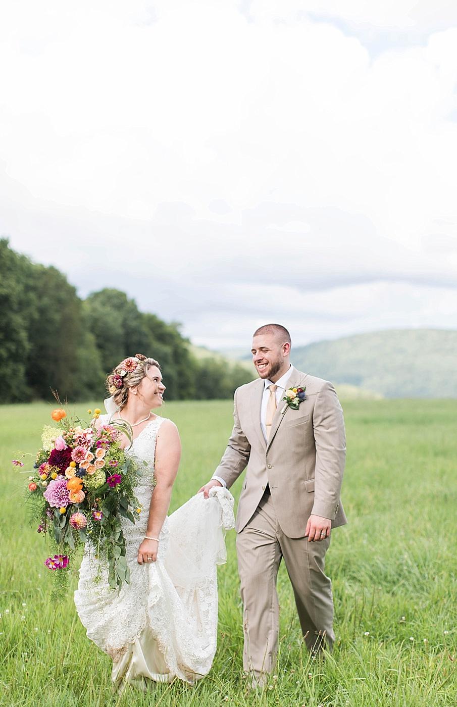 senecaryanco-pennsylvania-wedding-photographer-scranton-barnatglisteningpond_0278.jpg