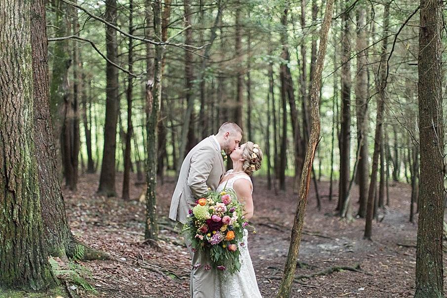 senecaryanco-pennsylvania-wedding-photographer-scranton-barnatglisteningpond_0281.jpg