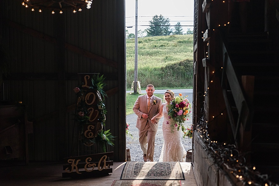 senecaryanco-pennsylvania-wedding-photographer-scranton-barnatglisteningpond_0291.jpg