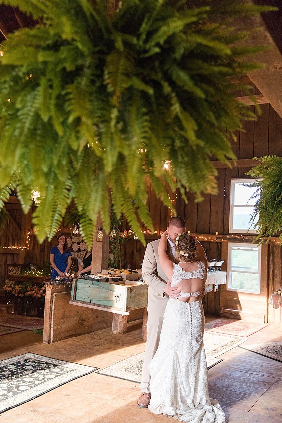 senecaryanco-pennsylvania-wedding-photographer-scranton-barnatglisteningpond_0293.jpg