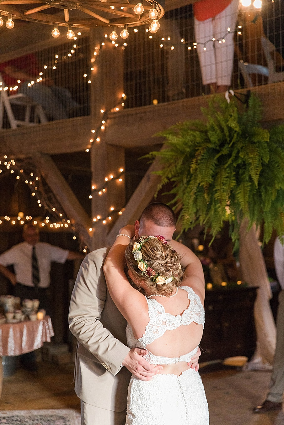 senecaryanco-pennsylvania-wedding-photographer-scranton-barnatglisteningpond_0294.jpg