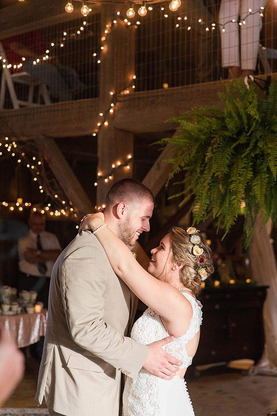 senecaryanco-pennsylvania-wedding-photographer-scranton-barnatglisteningpond_0297.jpg