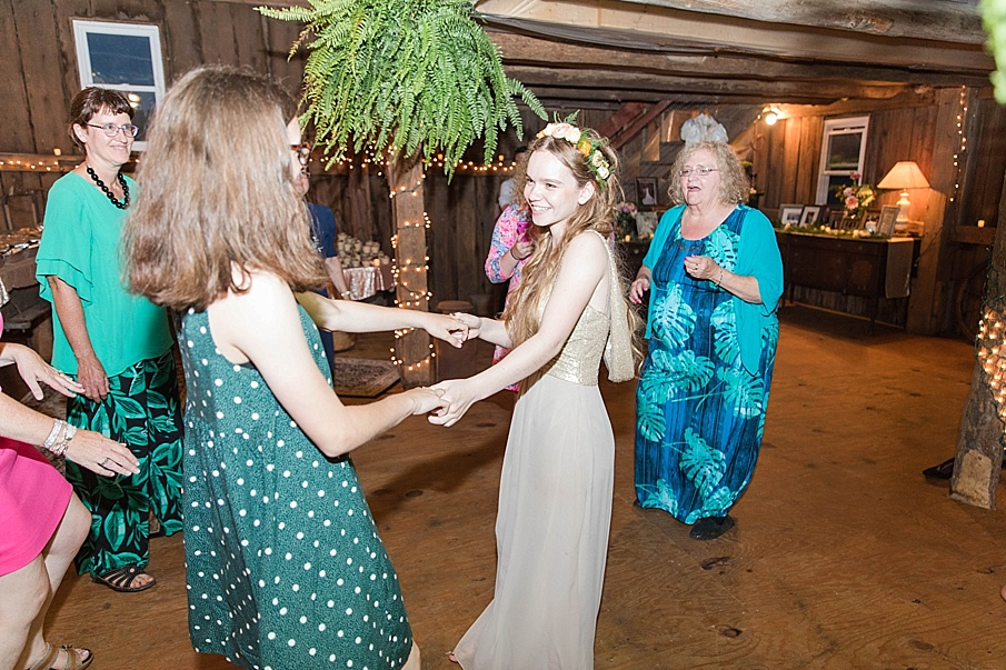 senecaryanco-pennsylvania-wedding-photographer-scranton-barnatglisteningpond_0310.jpg