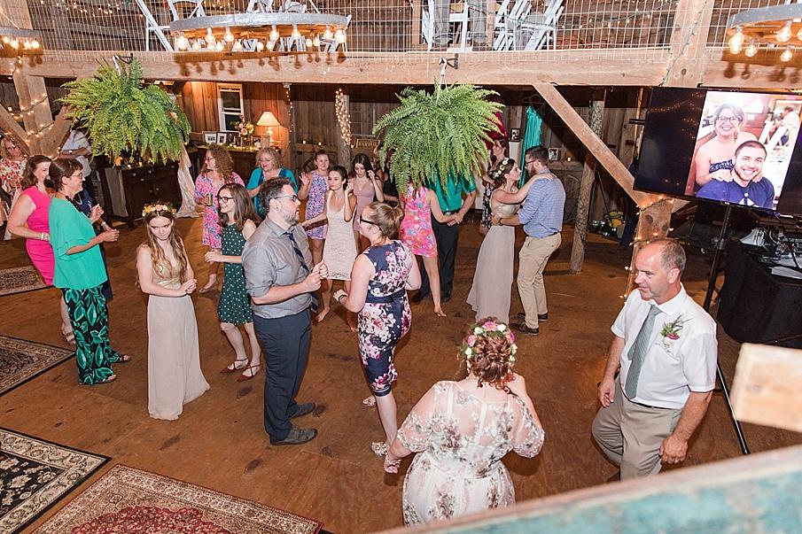 senecaryanco-pennsylvania-wedding-photographer-scranton-barnatglisteningpond_0311.jpg