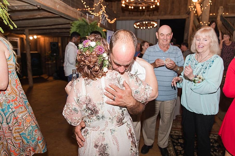 senecaryanco-pennsylvania-wedding-photographer-scranton-barnatglisteningpond_0323.jpg
