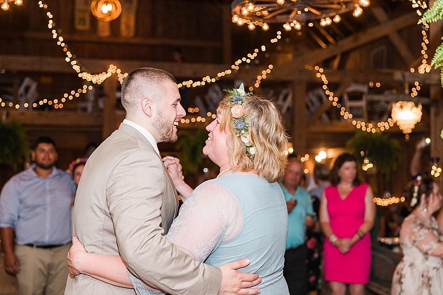 senecaryanco-pennsylvania-wedding-photographer-scranton-barnatglisteningpond_0326.jpg