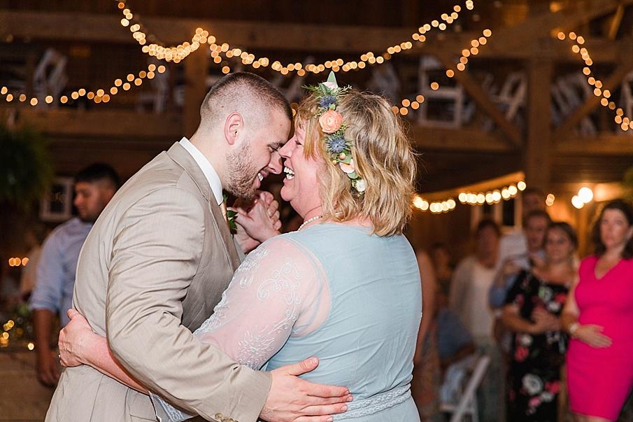 senecaryanco-pennsylvania-wedding-photographer-scranton-barnatglisteningpond_0327.jpg