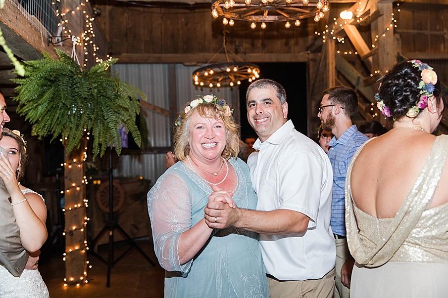 senecaryanco-pennsylvania-wedding-photographer-scranton-barnatglisteningpond_0336.jpg