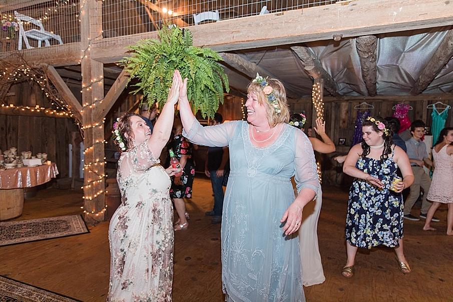 senecaryanco-pennsylvania-wedding-photographer-scranton-barnatglisteningpond_0347.jpg