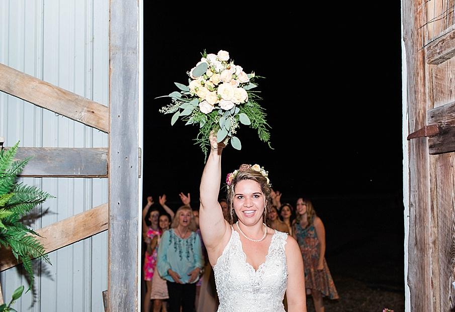 senecaryanco-pennsylvania-wedding-photographer-scranton-barnatglisteningpond_0355.jpg