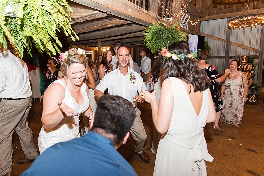senecaryanco-pennsylvania-wedding-photographer-scranton-barnatglisteningpond_0364.jpg