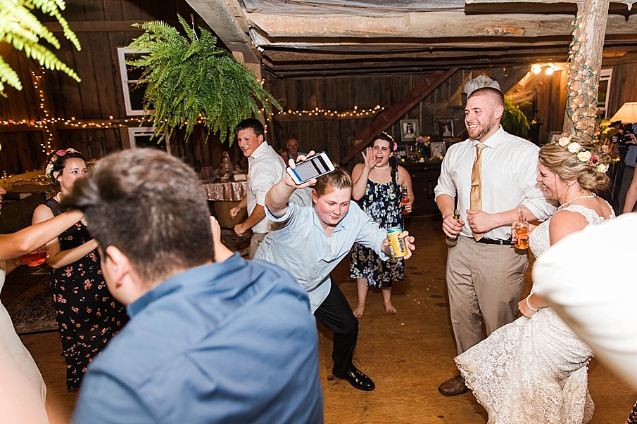 senecaryanco-pennsylvania-wedding-photographer-scranton-barnatglisteningpond_0365.jpg