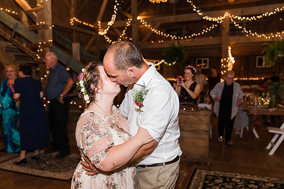senecaryanco-pennsylvania-wedding-photographer-scranton-barnatglisteningpond_0368.jpg