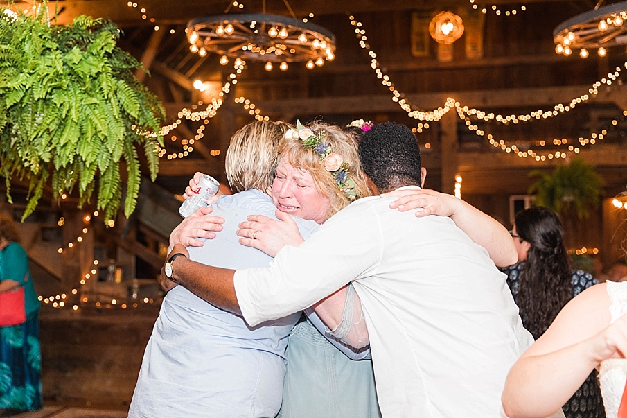 senecaryanco-pennsylvania-wedding-photographer-scranton-barnatglisteningpond_0371.jpg
