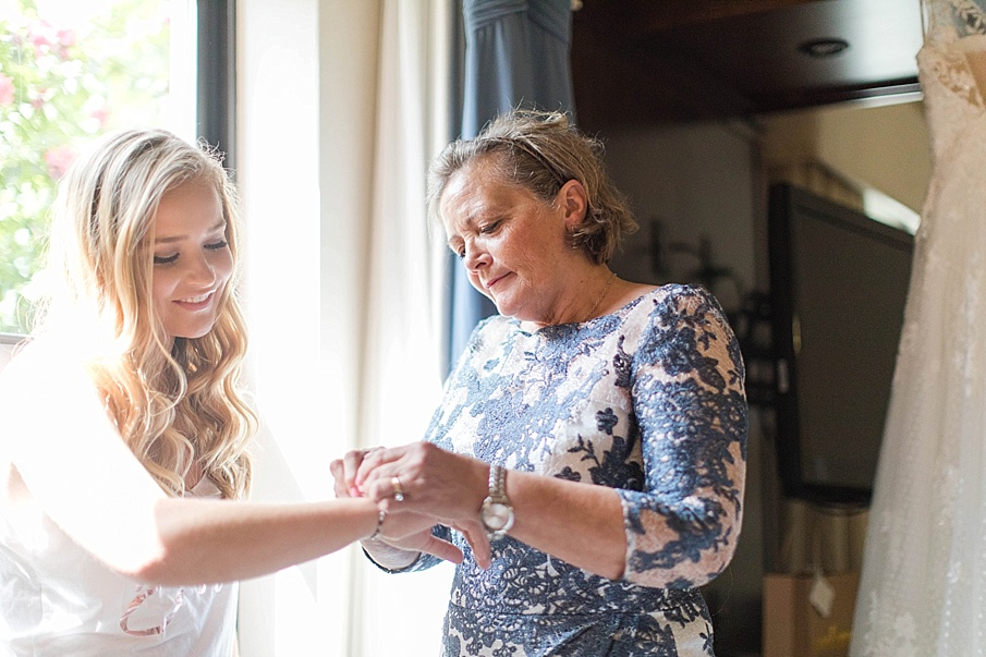senecaryanco-pennsylvania-wedding-photographer-scranton-barnatglisteningpond_0385.jpg