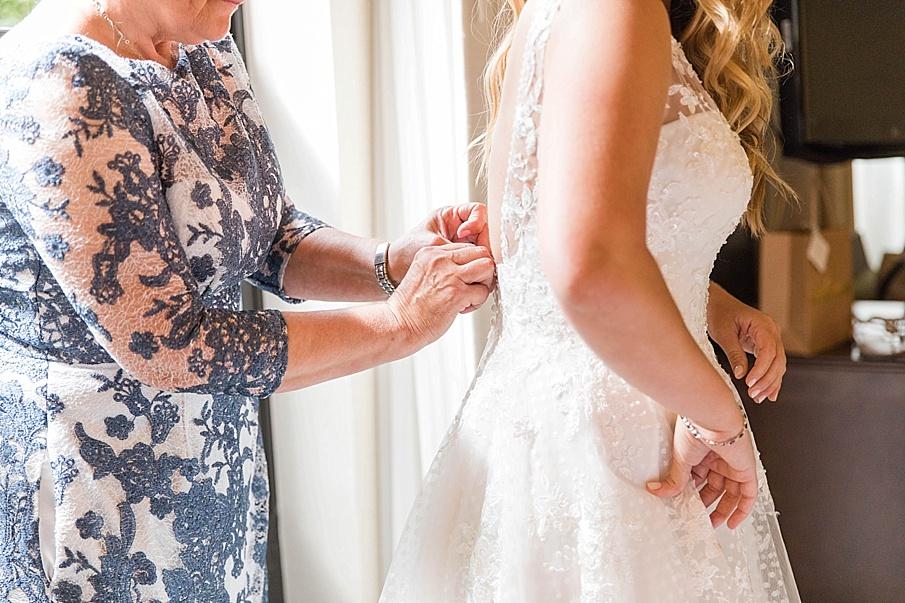 senecaryanco-pennsylvania-wedding-photographer-scranton-barnatglisteningpond_0387.jpg