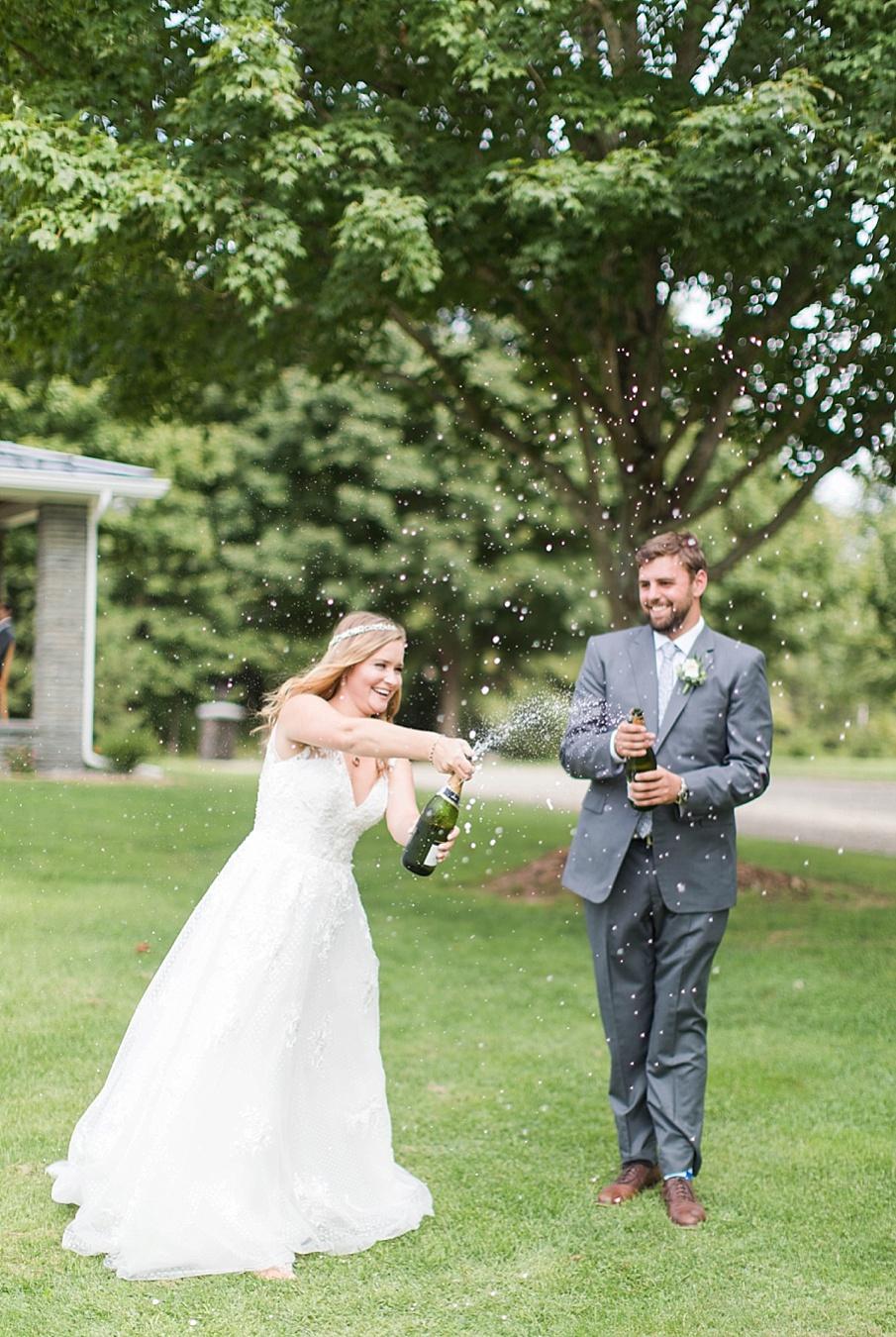 senecaryanco-pennsylvania-wedding-photographer-scranton-barnatglisteningpond_0395.jpg