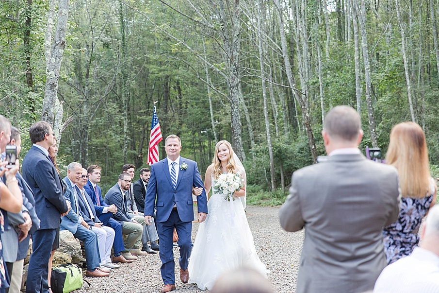senecaryanco-pennsylvania-wedding-photographer-scranton-barnatglisteningpond_0420.jpg