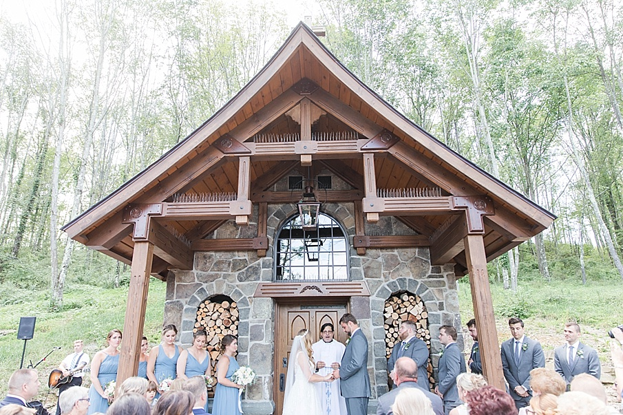 senecaryanco-pennsylvania-wedding-photographer-scranton-barnatglisteningpond_0423.jpg