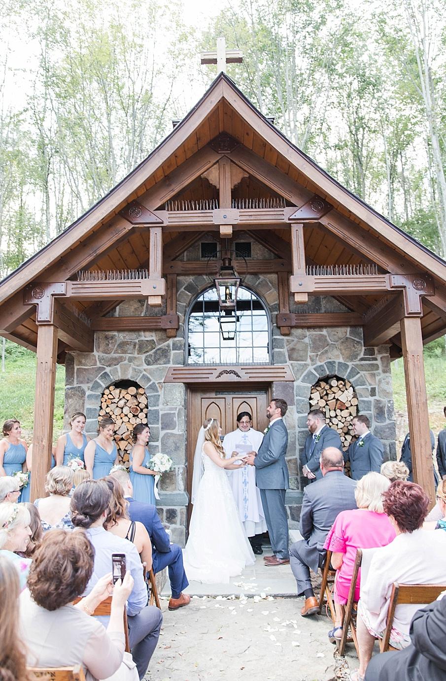 senecaryanco-pennsylvania-wedding-photographer-scranton-barnatglisteningpond_0425.jpg