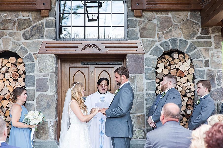 senecaryanco-pennsylvania-wedding-photographer-scranton-barnatglisteningpond_0427.jpg