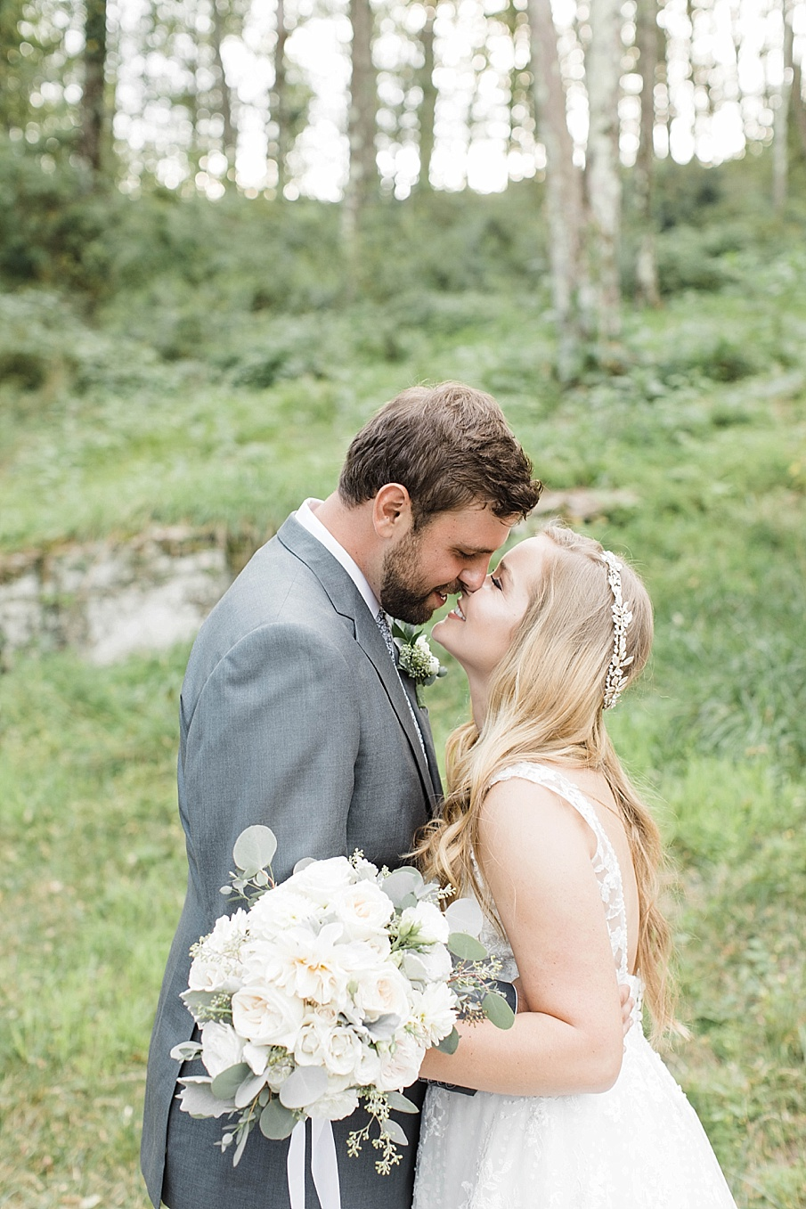 senecaryanco-pennsylvania-wedding-photographer-scranton-barnatglisteningpond_0460.jpg