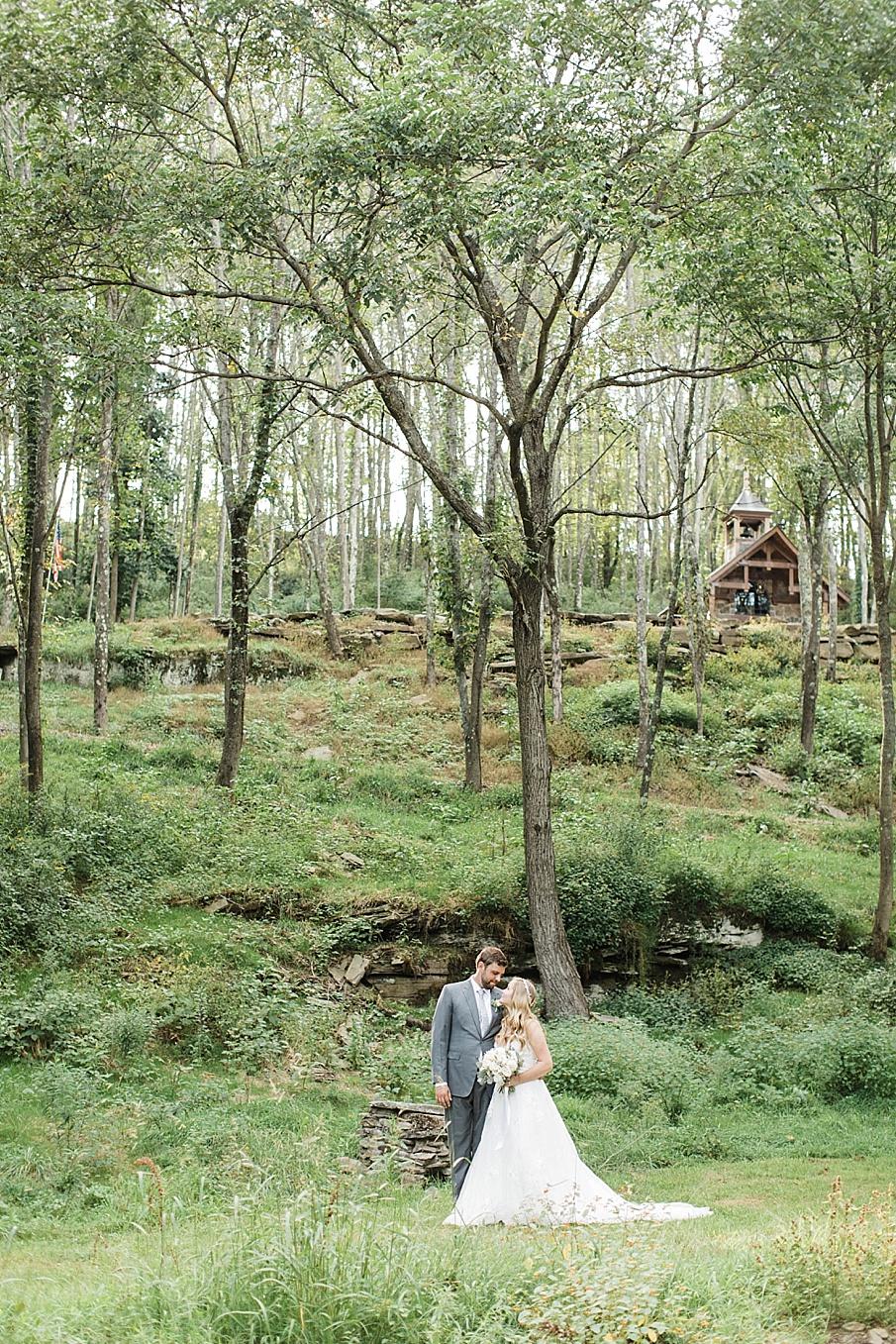 senecaryanco-pennsylvania-wedding-photographer-scranton-barnatglisteningpond_0464.jpg