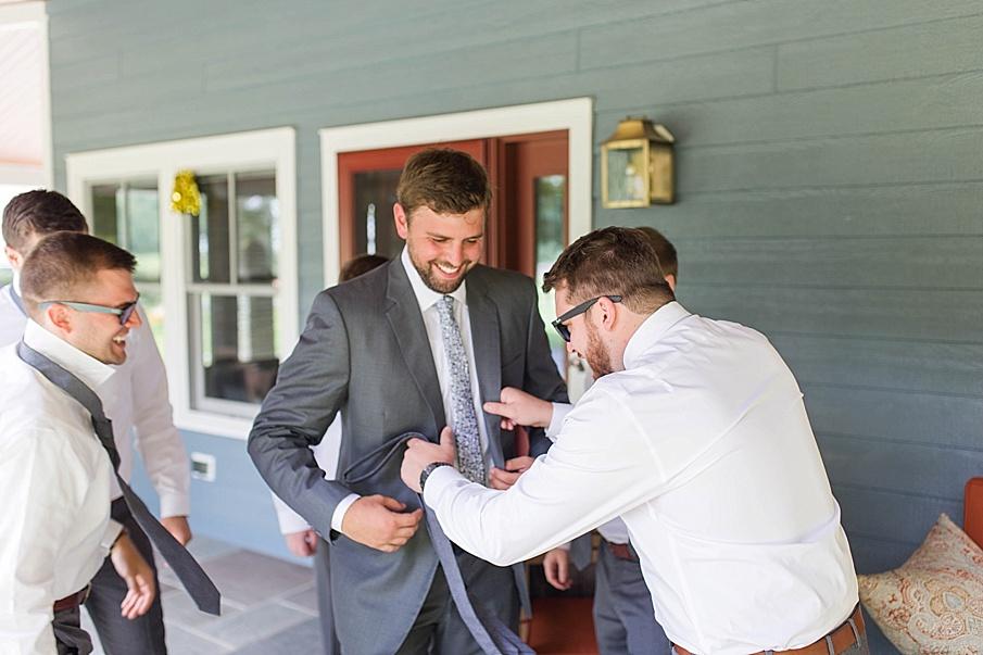 senecaryanco-pennsylvania-wedding-photographer-scranton-barnatglisteningpond_0470.jpg