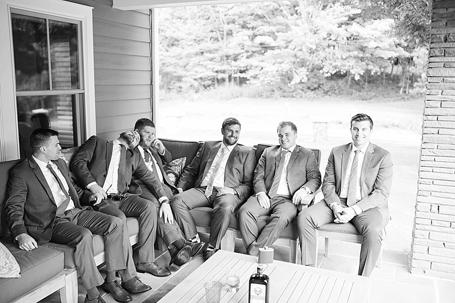 senecaryanco-pennsylvania-wedding-photographer-scranton-barnatglisteningpond_0471.jpg
