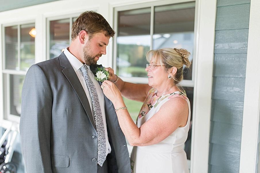 senecaryanco-pennsylvania-wedding-photographer-scranton-barnatglisteningpond_0475.jpg