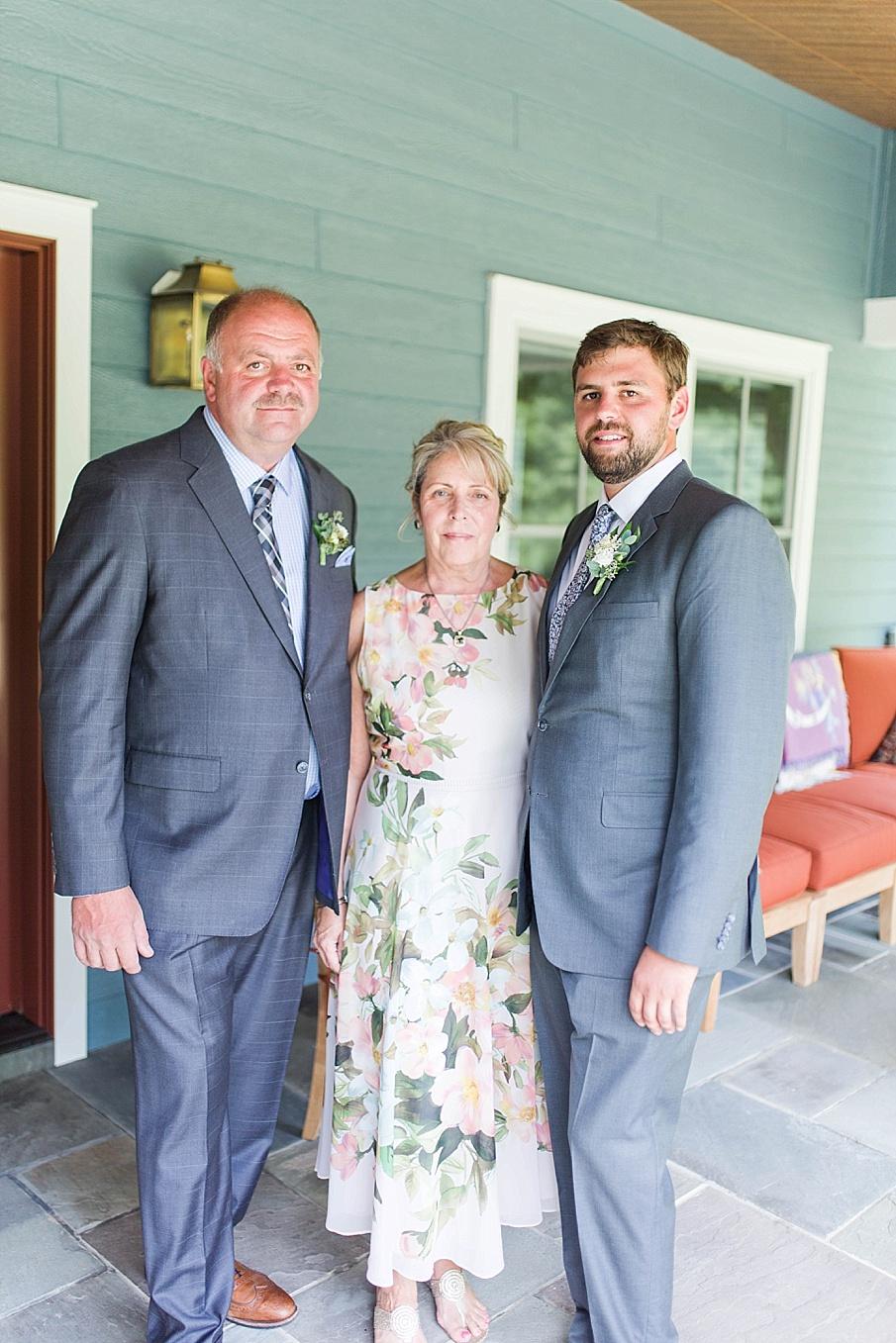 senecaryanco-pennsylvania-wedding-photographer-scranton-barnatglisteningpond_0477.jpg