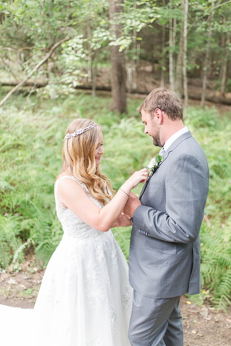 senecaryanco-pennsylvania-wedding-photographer-scranton-barnatglisteningpond_0479.jpg