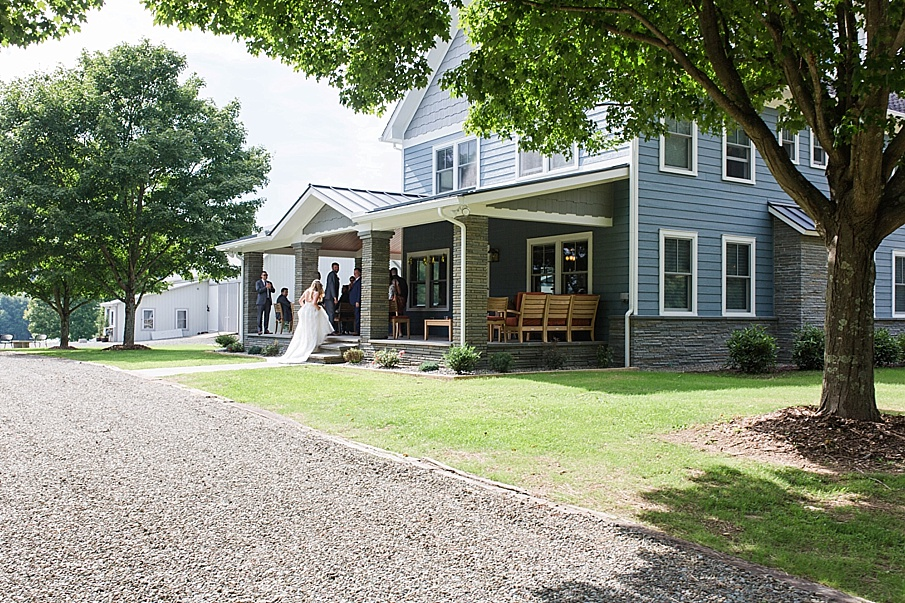 senecaryanco-pennsylvania-wedding-photographer-scranton-barnatglisteningpond_0480.jpg