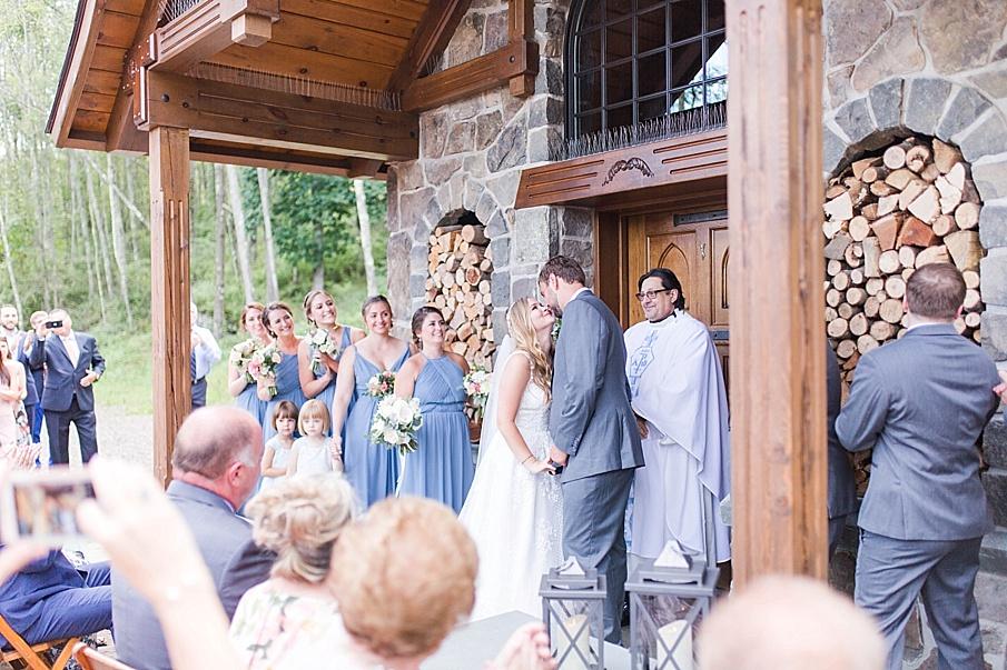 senecaryanco-pennsylvania-wedding-photographer-scranton-barnatglisteningpond_0494.jpg
